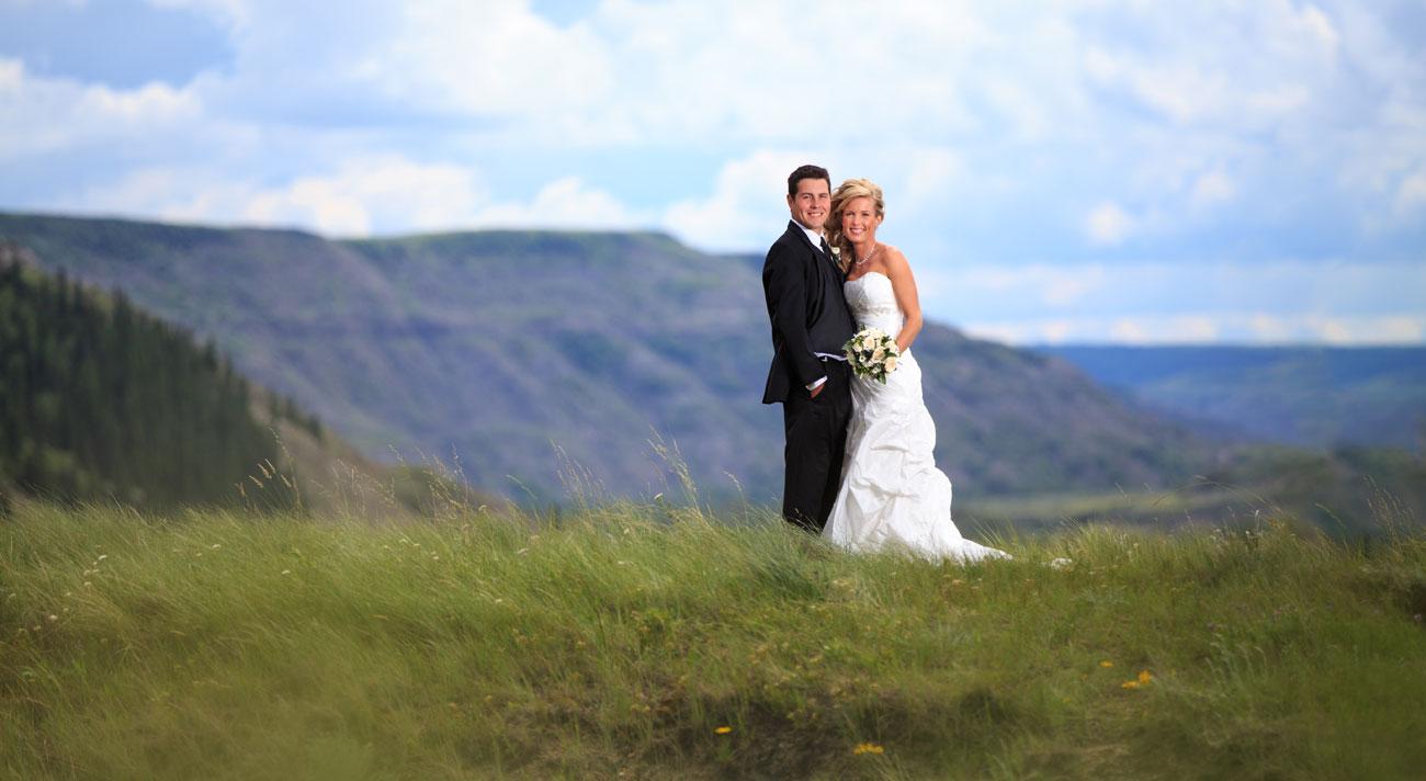 Lieke & Tyrel - Badlands Wedding - Alberta Wedding Photography (17)