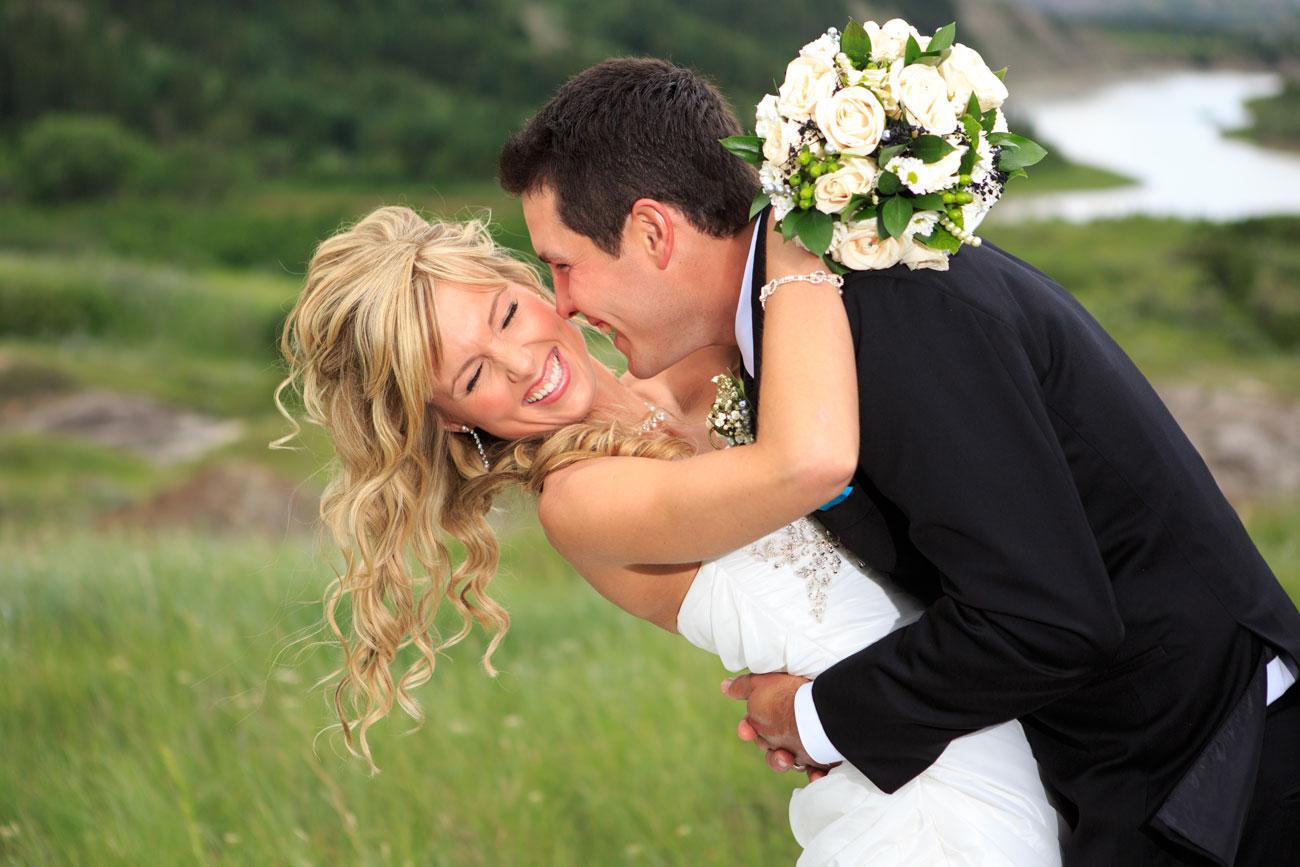 Lieke & Tyrel - Badlands Wedding - Alberta Wedding Photography (18)