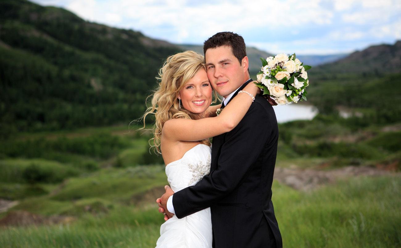 Lieke & Tyrel - Badlands Wedding - Alberta Wedding Photography (22)