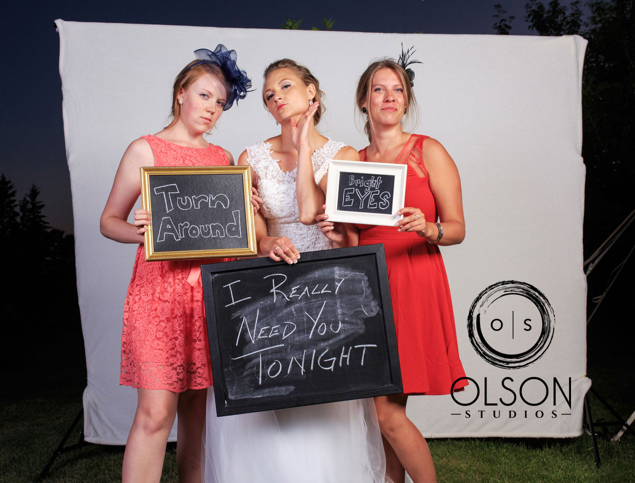 Robin & Alysse - Photo Booth - Wedding Photography - Red Deer & Calgary Alberta (10)