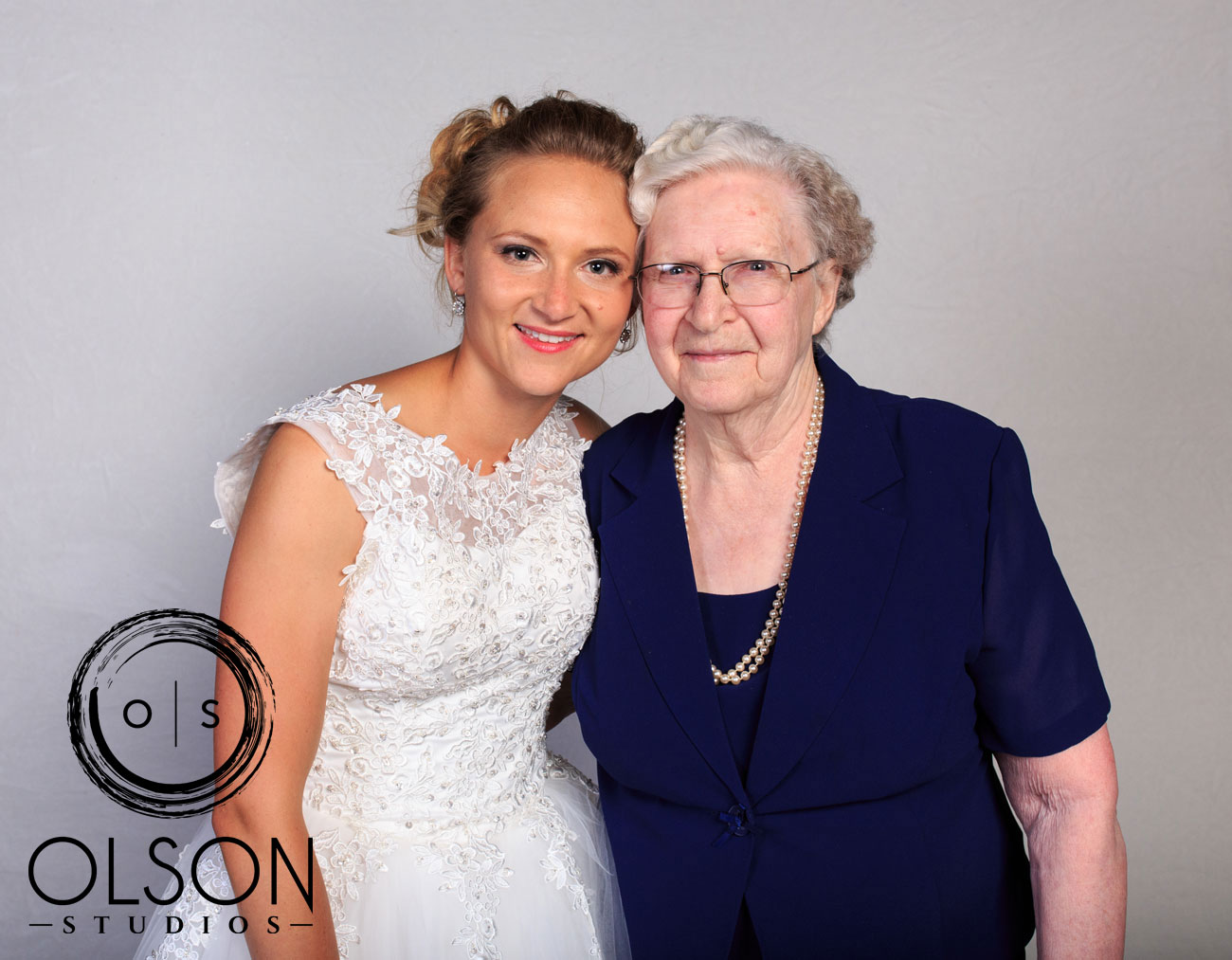 Robin & Alysse - Photo Booth - Wedding Photography - Red Deer & Calgary Alberta (16)