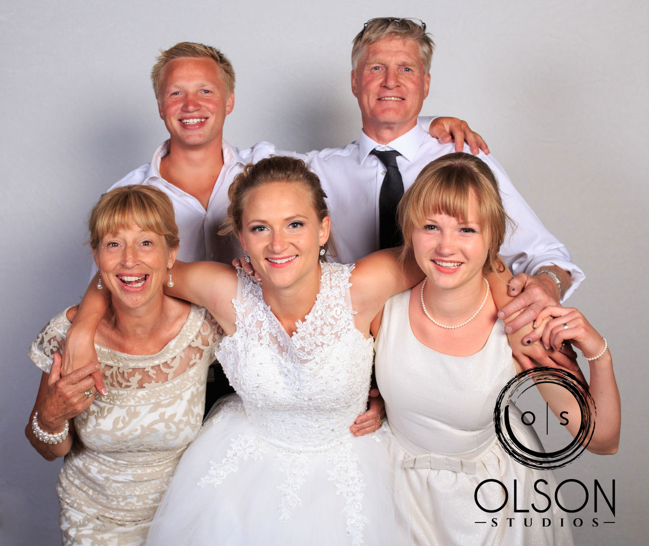 Robin & Alysse - Photo Booth - Wedding Photography - Red Deer & Calgary Alberta (27)