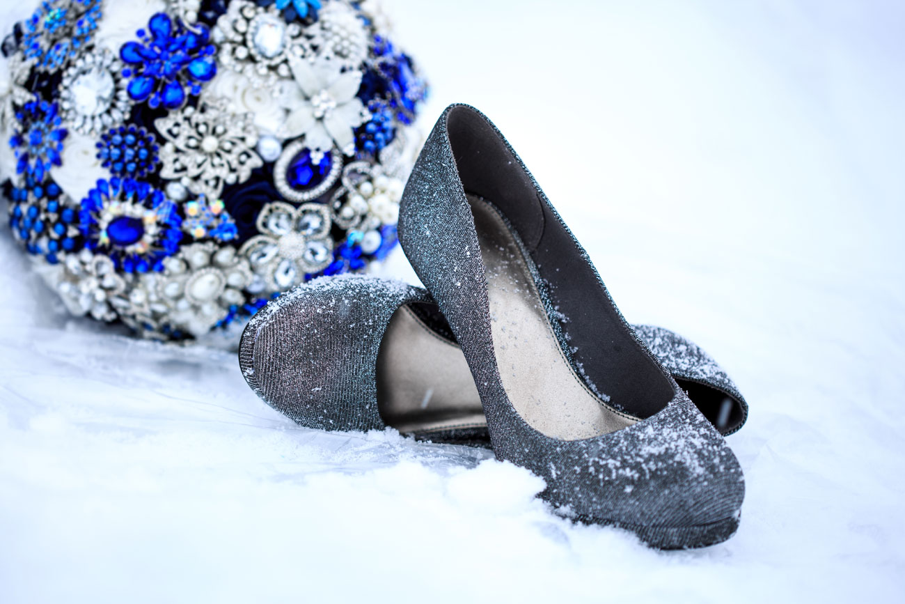 Courtney & Ryan - Christmas Wedding - Three Hills, Alberta - Wedding Photography (4)
