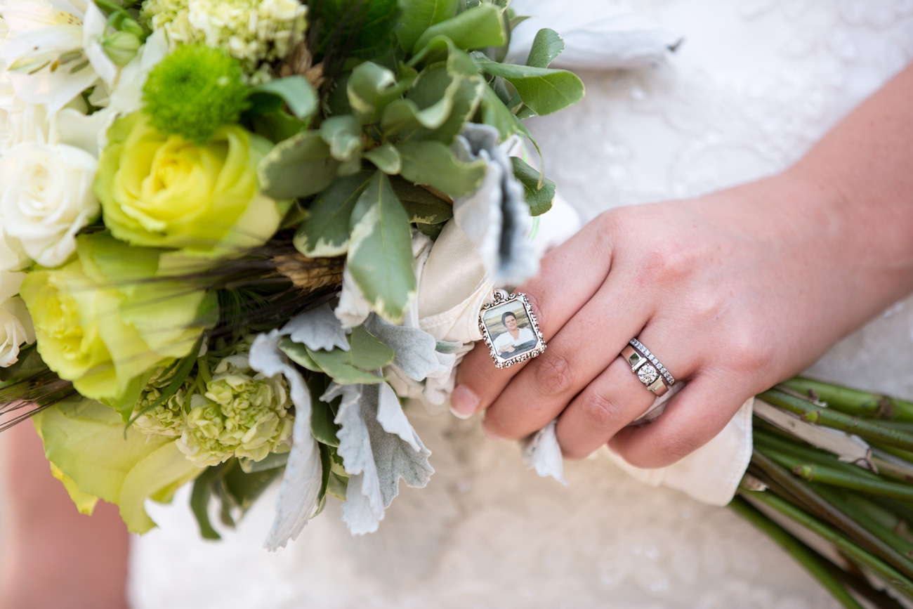 CJ & Jasen - Drumheller Wedding Photography - Calgary Wedding Photographer (22)