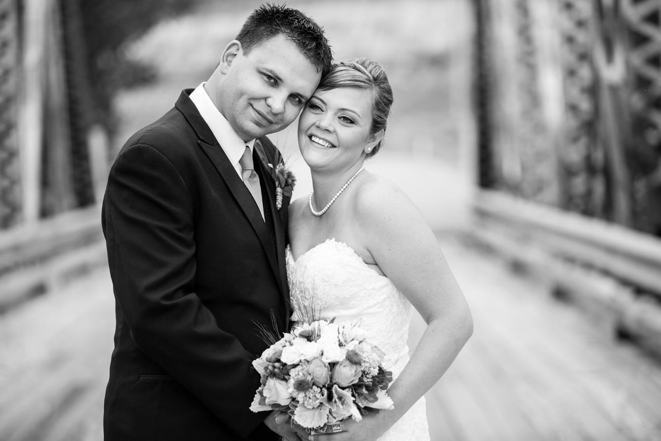 CJ & Jasen - Drumheller Wedding Photography - Calgary Wedding Photographer (34)